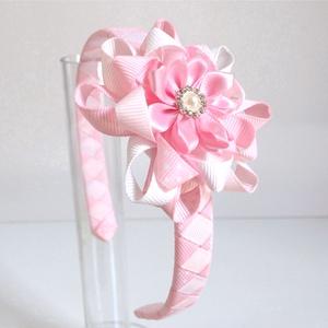 Fehér és rózsaszín virágos hajcsat + hajpánt, Hajráf & Hajpánt, Hajdísz & Hajcsat, Ruha & Divat, Varrás, Ékszerkészítés, Ezt a virágos hajcsatot szalagból készítettem, 4,5 cm-es aligátor hajcsatra helyeztem el. A hajcsato..., Meska