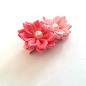 Rózsaszín dupla virágos hajcsat, Táska, Divat & Szépség, Hajbavaló, Ruha, divat, Hajcsat, Mindenmás, Varrás, Ezt a rózsaszín virágot kanzashi technikával szatén szalagból készítettem, 4,5 cm-es aligátor hajcsa..., Meska