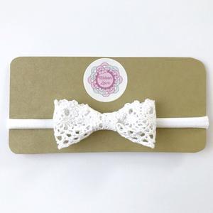 Fehér pamut csipke masnis puha rugalmas fejpánt keresztelőre, esküvőre, Táska, Divat & Szépség, Hajbavaló, Ruha, divat, Gyerek & játék, Varrás, Ékszerkészítés, Keresztelőre vagy más ünnepi alkalomra tökéletes választás ez a fehér pamut csipke masnis fejpánt!\nA..., Meska