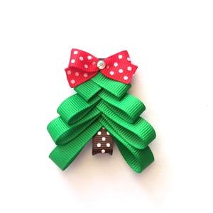 Zöld karácsonyfa hajcsat karácsonyra, mikulásra, fotózásra, Táska, Divat & Szépség, Ruha, divat, Hajbavaló, Hajcsat, Otthon & lakás, Dekoráció, Ünnepi dekoráció, Karácsony, Ékszerkészítés, Varrás, Karácsonyi kis ruha tökéletes kiegészítője ez a karácsonyfás hajcsat.\n\nA fenyőfát szalagból készítet..., Meska