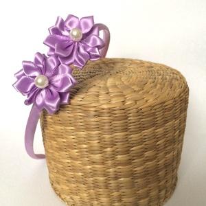 Lila virágos hajpánt, Hajráf & Hajpánt, Hajdísz & Hajcsat, Ruha & Divat, Varrás, Ékszerkészítés, Ezt a lila virágos hajpántot szatén szalagból készítettem kanzashi technikával. A virág közepén lapo..., Meska