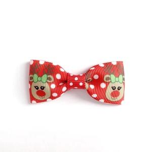 Piros alapon rénszarvas mintás masnis hajcsat karácsonyi fotózásra, Táska, Divat & Szépség, Ruha, divat, Hajbavaló, Hajcsat, Hajpánt, Ékszerkészítés, Varrás, Fotózásra, ünnepi alkalomra tökéletes választás ez a piros alapon piros orrrú rénszarvas (Rudi, Rudo..., Meska