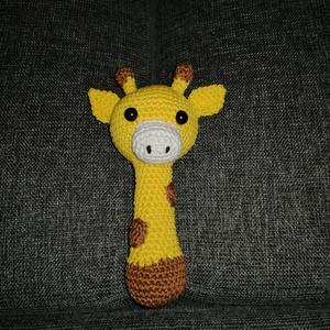 Zsiráf csörgő sipoló babajáték, Gyerek & játék, Játék, Játékfigura, Horgolás, Ez a zsiráf tökéletes baba játék. Egyedileg, kézzel készített. Mag:18cm, szélessége:10 cm a fülnél. ..., Meska
