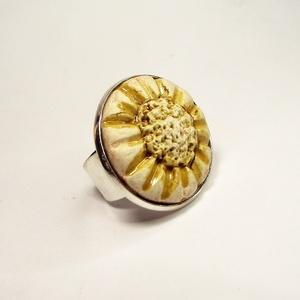 """RIKA AromaÉkszer - Kezdetek - Illatosítható kerámia gyűrű, Ékszer, Gyűrű, Kerámia, Ékszerkészítés, RIKA AromaÉkszer \""""Kezdetek\"""" kollekció gyűrűje. Illatosítható kerámiadísze fehér agyagból, kézi formá..., Meska"""