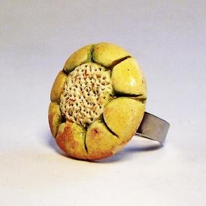 """RIKA AromaÉkszer - Kezdetek virága - Illatosítható kerámia gyűrű, Statement gyűrű, Gyűrű, Ékszer, Kerámia, Ékszerkészítés, RIKA AromaÉkszer \""""Kezdetek\"""" kollekció gyűrűje. Illatosítható kerámiadísze fehér agyagból, kézi formá..., Meska"""