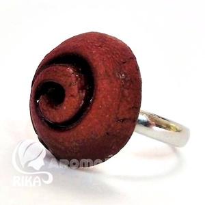 """Illatosítható spirál mintás aromagyűrű kerámiából, Statement gyűrű, Gyűrű, Ékszer, Ékszerkészítés, Kerámia, RIKA AromaÉkszer \""""Spirál\"""" kollekció darabja ez a rusztikus felületű, vöröses barna, illatosítható ke..., Meska"""