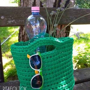 Horgolt táska a szaladós napokra, Táska, Divat & Szépség, Táska, 5mm-s benetton-zöld színű zsinórfonalból készült, sportos, laza és menő.  Egyszerűségében is nagysze..., Meska