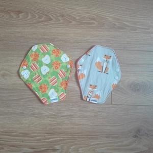 Mosható egészségügyi betét- 2 db kicsi bébiplüss/ róka/alma mintás (ritakreativ) - Meska.hu