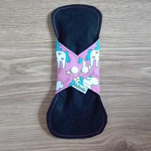 Egészségügyi betét közepes mosható - pink alapon unikornisok (ritakreativ) - Meska.hu