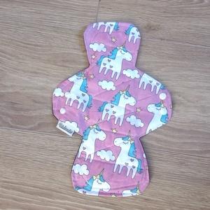 Prémium mosható egészségügyi betét -éjjeli, zorbbal, pink alapon  unikornisok (ritakreativ) - Meska.hu