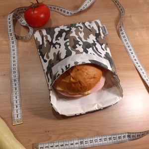 Uzsonnástasak, vízhatlan szendvics csomagoló - camouflage, terepmintás - snackbag, újratasak, vízálló tok, betéttartó, Táska & Tok, Uzsonna- & Ebéd tartó, Szendvics csomagoló, Varrás, Helyettesíti az eldobható műanyag zacskókat, alufóliát, műanyagdobozt. Ha nem szeretnél mindig egysz..., Meska