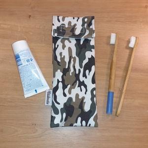 Evőeszköztartó, fogkefetartó, szívószáltartó - camouflage, terepmintás, Táska & Tok, Uzsonna- & Ebéd tartó, Italtartó és evőeszköz tartó, Eleged van az eldobható műanyag evőeszközökből? Akkor tarts a táskádban fém evőeszközöket. Ebben a s..., Meska