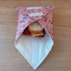 Újraszalvéta, vízhatlan örökszalvéta, szendvics csomagoló - rózsaszín virágos - snackbag, Táska & Tok, Uzsonna- & Ebéd tartó, Szendvics csomagoló, Helyettesíti az eldobható műanyag zacskókat, alufóliát, műanyagdobozt. Ha nem szeretnél mindig egysz..., Meska