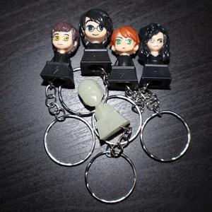 """5 db Harry Potter-es kulcstartó, Otthon & lakás, Lakberendezés, Tárolóeszköz, Gyerek & játék, Játék, Játékfigura, Mindenmás, Újrahasznosított alapanyagból készült termékek, 5 db kulcstartó, műanyag figurákkal a Harry Potter \""""világból\"""". A figurák 25-30 mm magasak, a kulcska..., Meska"""