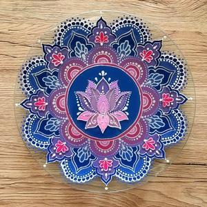 Lótusz Mandala tál, Képzőművészet, Otthon & lakás, Dekoráció, Dísz, Vegyes technika, Esküvő, Esküvői dekoráció, Üvegművészet, Festészet, Üvegtálra festett lótuszvirágos mandala, akril festékkel festve. Méret: 20 cm, Meska