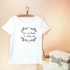 Hímzett póló (irodalom, Fodor Ákos) - L, Ruha & Divat, Női ruha, Póló, felső, Hímzés, Fodor Ákos egy közismert haikujával díszített póló, amely teljes egészében kézzel készült.\nA felső a..., Meska