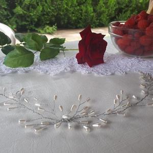Menyasszonyi, alkalmi hajdísz hajpántszerűen, homlokra is , Esküvő, Hajdísz, ruhadísz, Dekoráció, Otthon & lakás, Esküvői ékszer, Ékszerkészítés, Mindenmás, Ezüst színű drótra dolgozott hajdekoráció, \ntört fehér csepp alakú tekla gyöngyökkel.\n\nA dekoráció t..., Meska