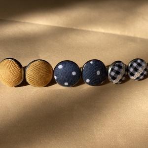 3 pár nemesacél bedugós textil füli, Ékszer, Fülbevaló, Pötty fülbevaló, Ékszerkészítés, Nemesacél alapú textil fülik különböző mintákkal. A 2 nagyobb átmérője 1,5 cm, a kisebbé 1 cm. Ha kü..., Meska