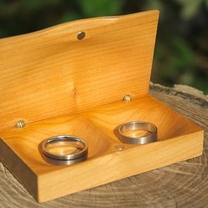 Gyűrűtartó doboz esküvőre – O.Z.  (Rodizto) - Meska.hu