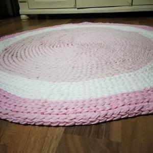 Horgolt pamut szőnyeg , Otthon & Lakás, Lakástextil, Szőnyeg, Horgolás, Pamut polofonalbol horgolt szőnyeg.\n\nMosógépben mosható. \nÁtmérője:85 cm , Meska