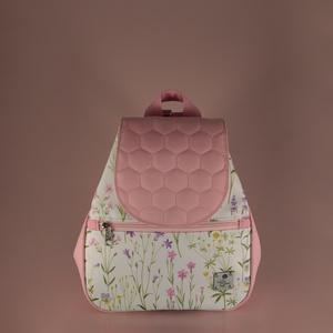 Rózsaszín-fehér réti virágos kisméretű mágneszáras hátizsák, Táska, Divat & Szépség, Táska, Hátizsák, Varrás, A hátizsákot magam készítettem. Réti virágos és egyszínű rózsaszín vízlepergető anyagot kombináltam...., Meska