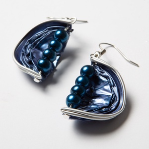 Kék gyöngyös kapszula fülbevaló, Ékszer, Fülbevaló, Lógó fülbevaló, Ékszerkészítés, A fülbevaló kávékapszula és gyöngy kombinációjából született, nikkelmentes fülbevaló akasztóval...., Meska