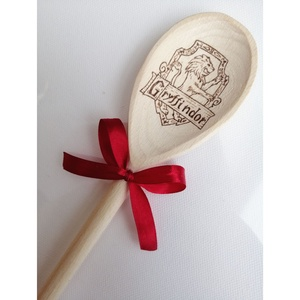 Fakanál - Griffendél/Harry Potter, Otthon & Lakás, Dekoráció, Gravírozás, pirográfia, Pirográf technikával, kézzel készült Harry Potteres fakanál. \nTökéletes ajándék, dekoráció, főzőeszk..., Meska