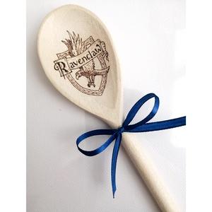 Fakanál - Hollóhát/Harry Potter, Otthon & Lakás, Dekoráció, Gravírozás, pirográfia, Pirográf technikával, kézzel készült Harry Potteres fakanál. \nTökéletes ajándék, dekoráció, főzőeszk..., Meska