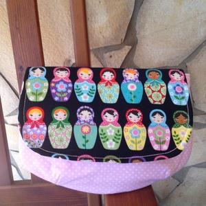 Kézitáska -orosz babák (rózsaszín), Kézitáska, Kézitáska & válltáska, Táska & Tok, Varrás, Kézitáska apró dolgainknak táskába vagy önállóan is használhatod.\n \nJó tartású - tágas belsővel.\n\nMé..., Meska