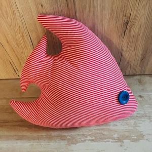 Tengeri hal- játék/ párna, Otthon & Lakás, Párna & Párnahuzat, Lakástextil, Csíkos anyagból készült tengeri hal kis gyermekek részére. Használhatjuk párnaként gyerekszoba díszí..., Meska