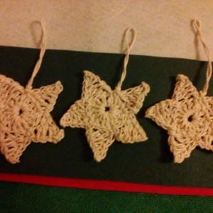Horgolt karácsonyi csillagok, Karácsonyfadísz, Karácsony & Mikulás, Horgolás, Natúr színű horgolt karácsonyi csillagok.\nEgyszerű, dekoratív.\nVan tartása, igy nem kell keményíteni..., Meska