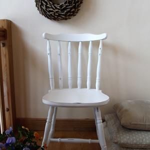 Vintage szék, Otthon & lakás, Bútor, Szék, fotel, Festett tárgyak, Tölgy színű széket festettem fehérre, antikolt élekkel, shabby chic stílusban. Sima, selymes tapintá..., Meska