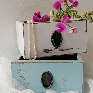 Vintage fiókok, kis dobozok párban, Otthon & lakás, Bútor, Dekoráció, Dísz, Festett tárgyak, Antikolt dobozok menta és fehér színben, párban. Mérete: 18x18x10 cm., Meska