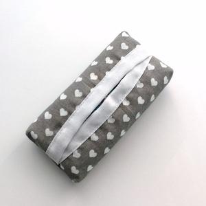 1 db szívecskés zsebkentő tartó tok, papírzsebkendő tartó tok - mintás zsepitartó tok, papírzsebkendő tartó tok, Táska & Tok, Pénztárca & Más tok, Zsebkendőtartó, Varrás, Pamutból készült papírzsebkendő tartó tok, mely kb. 10 db zsebkendő tárolására alkalmas. A zsepitart..., Meska