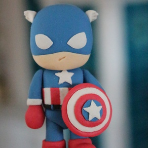 Amerika Kapitánya tortadísz, Élelmiszer, Édesség, Szobrászat, Gyurma, Amerika kapitánya cukormassza figura, tortadísz. Magassága 10 cm, szélessége 6 cm. Egyedi megrendelé..., Meska