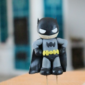 Batman tortadísz, cukorfigura, Élelmiszer, Édesség, Szobrászat, Gyurma, Batman tortadísz cukormasszából. Magassága 10 cm, szélessége 6 cm. Egyedi megrendelésre készült. Fog..., Meska