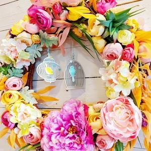 Romantikus tavaszi ajtódísz , Otthon & Lakás, Dekoráció, Ajtódísz & Kopogtató, Virágkötés, Romantikus tavaszi ajtódísz gyönyörű prémium minőségű selyemvirágokkal, középen egy egy fa madár kal..., Meska