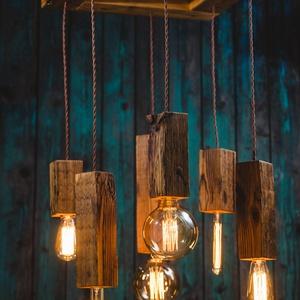 """Rusztikus \""""vintage\"""" fa csillár, Lakberendezés, Otthon & lakás, Lámpa, Fali-, mennyezeti lámpa, Hangulatlámpa, Famegmunkálás, Hat darab  különböző méretű újrahasznosított fenyőből készült függeszték, különböző hosszúságú texti..., Meska"""