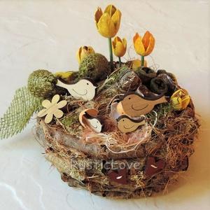 Gyere tavasz! - madárfészek asztaldísz , Dekoráció, Otthon & lakás, Ünnepi dekoráció, Lakberendezés, Asztaldísz, Húsvéti díszek, Virágkötés, Mindenmás, Rusztikus, bájos, vidám asztaldísz az ébredő természet jegyében. Ágakból készítettem a kis fészket, ..., Meska