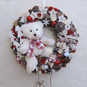 TÉLI MESE karácsonyi kopogtató , Lakberendezés, Otthon & lakás, Ajtódísz, kopogtató, Koszorú, Karácsony, Ünnepi dekoráció, Dekoráció, Karácsonyi dekoráció, Virágkötés, Mindenmás, Kedves, bájos plüssmackó keresi az ünnepekre barátját! Téli, karácsonyi hangulatú kopogtató, ajtó- v..., Meska
