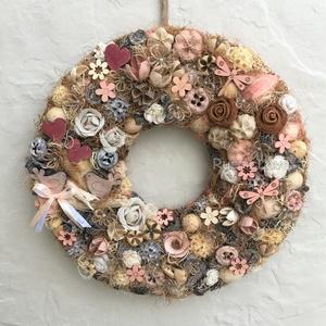 Vintage, rózsás, rusztikus kopogtató , Otthon & lakás, Lakberendezés, Ajtódísz, kopogtató, Dekoráció, Virágkötés, Bájos, elegáns kopogtató tavaszra, nyárra, pasztell barack, rózsa, bézs, barna árnyalatokban. Textil..., Meska