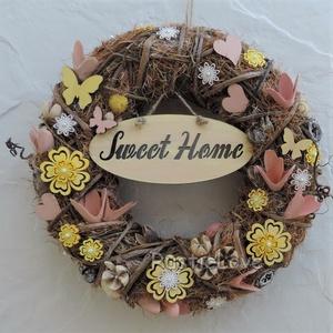 Sweet home - rusztikus tavaszi - nyári kopogtató házavatóra, ajándékba, Anyák napjára, Ajtódísz & Kopogtató, Dekoráció, Otthon & Lakás, Virágkötés, Mindenmás, Kedves, bájos ajtódísz természetes anyagokból lazac - sárga - bézs - barna árnyalatokban. A koszorúa..., Meska