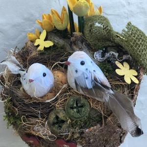TAVASZ madárfészek asztaldísz , Otthon & Lakás, Dekoráció, Asztaldísz, Virágkötés, Mindenmás, Rusztikus, bájos, vidám asztaldísz az ébredő természet jegyében. Fakéregből készült alapon szizállal..., Meska
