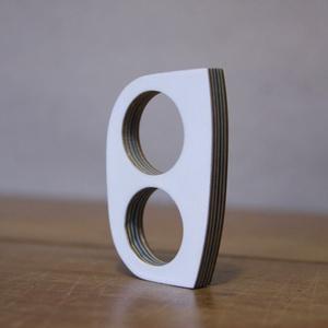 Papírból készült gyűrű - 03p54, Ékszer, Gyűrű, Ékszerkészítés, Papírművészet, Egyedileg (újrahasznosított) papírból rétegelt, festett, lakkozott gyűrű.\n\n50x35mm\nBal kezesnek szán..., Meska