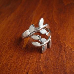 leveles ezüst gyűrű, Ékszer, Gyűrű, Ékszerkészítés, Ötvös, Ezüst gyűrű. 925-ös , fémjelzett. Általában 3,5 g. Bármilyen méretben rendelhető. Fényes, de kívánsá..., Meska