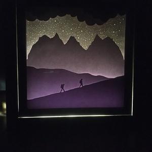 Túrázók Shadowbox, Hangszer & Hangszertok, Művészet, Papírművészet, Fotó, grafika, rajz, illusztráció, Saját tervezésű, kézzel készített kép. Rétegezett papír technikával készült. A hátulján egy LED-csík..., Meska