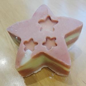 Rózsaszín agyagos szappan kb 100 gr, vegán, kőolajszármazék-, aroma-, tartósítószer-, pálmaolaj mentes (Saleva) - Meska.hu