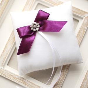 Gyűrűpárna masnival, Esküvő, Gyűrűpárna, Hajdísz, ruhadísz, Mindenmás, Varrás, 12x12 cm-es gyűrűtartó párna, fehér.  A szalag szín egyedi kérésre eltérhet., Meska