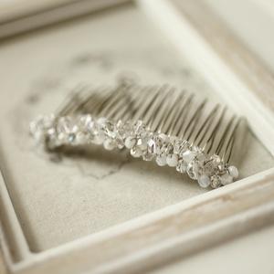 Gyöngyös menyasszonyi hajfésű, Esküvő, Hajdísz, ruhadísz, Mindenmás, 7cm-es alapon, gyöngyös hajdísz , Meska