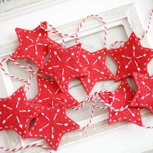 Karácsonyi girland, Otthon & Lakás, Karácsony & Mikulás, Karácsonyi dekoráció, Mindenmás, Kb. 165 cm hosszú 9db hímzett csillaggal/szívvel díszített girland , Meska